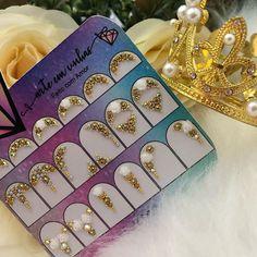 "DUDA BAGGIO 🧜🏻♀️ PIMENTA ROSA on Instagram: ""Apaixonada por joias delicadinhas ✨💖 . . . 📱 Encomendas 067 996897291 . 💎 Atendemos encomenda de atacado . 💳 Parcelamos suas compras . 🚀…"" Love Bracelets, Cartier Love Bracelet, Bangles, Crystal Nails, Nail Designs, Nail Art, Beads, Crystals, Manicures"
