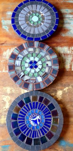 Mandalas. by Schandra Mosaico Mosaic Ideas, Mosaic Designs, Mosaic Glass, Stained Glass, Mosaic Stepping Stones, Serving Trays, Hobby, Art Forms, Concrete