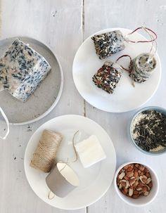 Hjemmelaget fuglemat  — FAMILIEMAT Christmas Diy, Diy And Crafts, Homemade, Jul Diy, Decor, Crafting, Outdoors, Birds, Ideas