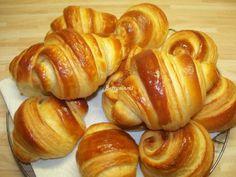 Kovászos Croissant hosszú érleléssel   Betty hobbi konyhája Croissant, Pretzel Bites, Hobbit, Bread, Food, Brot, Essen, Crescent Roll, Baking
