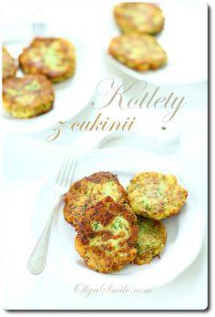 Cutlets with zucchini and millet Cookbook Shelf, Curry Sauce, Banana Split, Alfredo Sauce, Baked Potato, Zucchini, Vegetarian Recipes, Muffin, Veggies