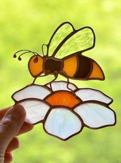 Stained glass bee suncatcher for window, garden hanging decoration, stained glass flower, Tiffany glass art, housewarming gift Stained Glass Ornaments, Making Stained Glass, Stained Glass Flowers, Stained Glass Suncatchers, Stained Glass Crafts, Stained Glass Designs, Stained Glass Panels, Stained Glass Patterns, Stained Glass Window Hangings