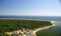 Camping z bazy CampRest - najbardziej aktualnej bazy campingów w Polsce. HELKAMP otoczony jest lasem, portem rybackim i morzem. Blisko jest zarówno do pięknych, szerokich plaż, do Latarni Morskiej