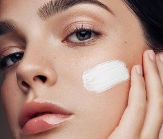 Retin-A helps reveal healthier, glowier skin, smooth wrinkles, and diminish brown spots and acne, but there can be too much of a good thing. Skin Treatments, Tretinoin Before And After, Retin A, Eye Wrinkle, Alpha Hydroxy Acid, Layers Of Skin, Moisturizer With Spf, Products