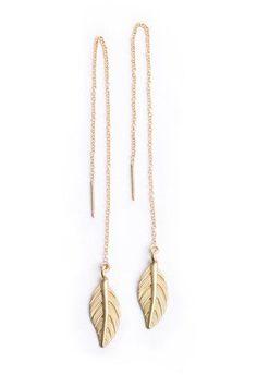 I want these Leaf thread earrings from Bohindi. Brinco longo com pingente de folha. Cute Jewelry, Jewelry Accessories, Fashion Accessories, Fashion Jewelry, Women Jewelry, Jewelry Design, Unique Jewelry, Handmade Jewelry, Jewlery