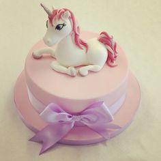 What little girl doesn't love #Unicorns? #UnicornCakes #BirthdayCakes