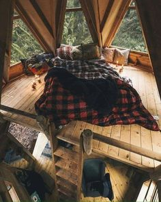 17 Modern Cozy Mountain Home Design Ideas - architecturian Aesthetic Bedroom, Cabin Homes, Dream Rooms, Cool Rooms, House Rooms, Tree House Bedrooms, Tree House Interior, Cabin Interior Design, My Dream Home