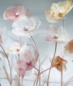 Автор @paper0330 Making Fabric Flowers, Giant Paper Flowers, Large Flowers, Flower Making, Organza Flowers, Crepe Paper Flowers, Flower Tutorial, Community Art, Handmade Flowers