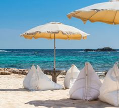 Genois bean bags by in Chiringuito Hotel Haiti, Formentera. Chill, Interior Exterior, Sustainable Design, Little Houses, Outdoor Furniture, Outdoor Decor, Contemporary Furniture, Sustainability, Sailing