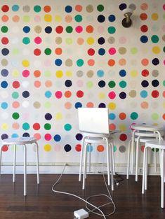 DIY Home Decor: 5 Hand Stamped Statement Walls-fun in a kids' room Diy Wand, Mur Diy, Decoracion Vintage Chic, Polka Dot Walls, Polka Dots, Statement Wall, Small Spaces, Diy Home Decor, Room Decor