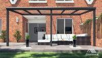Gumax terrasoverkapping vooraanzicht 6.06m breed x 3m diep modern antraciet met glazen dak
