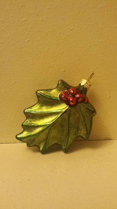 Blown Glass Holly Leaf with Berries Christmas by ukbeadsonline
