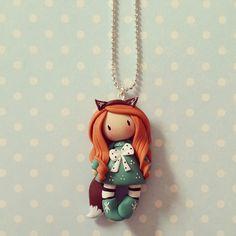 Collier Inspiration Gorjuss - Petite fille renard rousse en vert émeraude