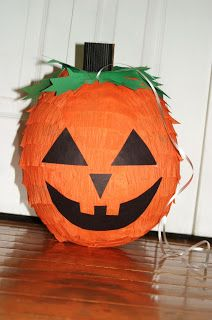 DIY-How To Make a Pinata: For Mexico, then use the pinata for the Halloween party. Halloween Food For Party, Halloween Birthday, Halloween Games, Halloween Activities, Holidays Halloween, Birthday Fun, Halloween Crafts, Happy Halloween, Halloween Decorations