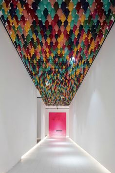 Chinese Checkers pieces hanging from a corridor ceiling represent the diversity of guests who stay at the Wheat Youth Arts Hotel in China by X+Living. Interior Design Magazine, Art Furniture, Furniture Design, Furniture Buyers, Illusion Kunst, Hotel Corridor, Ceiling Installation, Hotel Interiors, Hangzhou