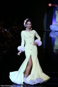 """""""Serendipia """"es una palabra mágica que nos transporta a un mundo de predestinación donde acontecen cosas maravillosas, tan inesperadas como deseadas, en un lugar oculto dentro de nosotros"""" Spanish Dress, Spanish Fashion, Long Jackets, Fishtail, Dance Wear, Evening Gowns, Dancer, Glamour, Womens Fashion"""
