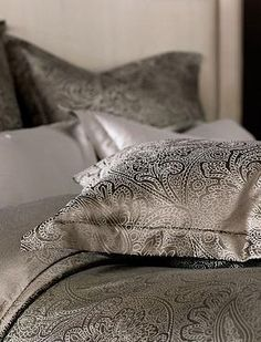 Inspired by renowned Italian art, the Amalfi Duvet Cover brings elegant and ornate style to your master suite and will quickly turn your bed into the focal point of your room.