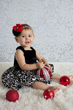 Holiday Christmas Baby Headband by Sassy Sweethearts Boutique. Baby Photoshoot, Infant Headband Visit www.besassy.us find us on Facebook. www.facebook.com/sassysweetheartsboutique
