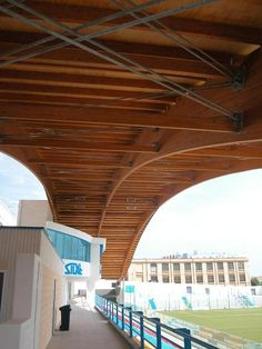 """""""Miramare"""" Stadium Grandstand in Manfredonia (I) - Rubner Holzbau - The ideal partner for large wood projects Timber Buildings, Timber Structure, Wood Architecture, Wood Ceilings, Wood Construction, Wood Projects, Modern, Minimalism, Outdoor Decor"""