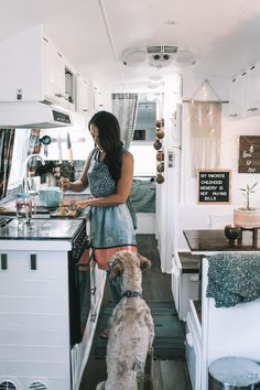 caravan house Tiny House Living Tips from Augustine the Airstream Airstream Living, Airstream Remodel, Airstream Renovation, Airstream Interior, Campervan Interior, Airstream Trailers, Vintage Airstream, Trailer Remodel, Travel Trailers