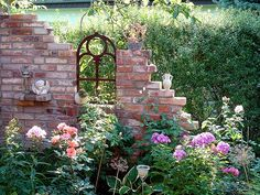 Im Trend: eine Ruine als Gartendekoration In the trend: a ruin as a garden decoration Garden Steps, Diy Garden, Garden Cottage, Dream Garden, Garden Projects, Garden Art, Garden Landscaping, Amazing Gardens, Beautiful Gardens