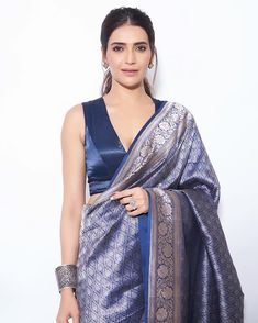 Stylish plain saree looks to inspire you best picture for blouse wanita for your taste you are looking for something. D it is going to tell you exac Saree Blouse Neck Designs, Fancy Blouse Designs, Blouse Patterns, Karen Willis Holmes, Saris, Indian Dresses, Indian Outfits, Ethnic Outfits, Lehenga Choli