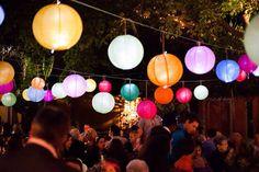 Decoração Numa Festa Com Luzes Coloridas
