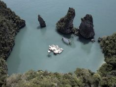 """""""A Floating Auditorium in a Thai Lagoon"""" Archipelago Cinema is an auditorium raft that recently debuted at the Film on the Rocks Yao Noi festival on the island of Yao Noi, in Southern Thailand. The cinema was designed by German architect Ole Scheeren. Krabi, Archipelago, Oh The Places You'll Go, Places To Visit, Architectural Digest, Art Et Design, Outdoor Cinema, Outdoor Theatre, Movie Theater"""