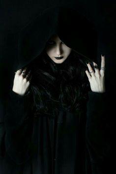 Imagem de black and dark - gothic fantasy Dark Gothic, Gothic Art, Gothic Girls, Gothic Vampire, Gothic Steampunk, Victorian Gothic, Gothic Lolita, Dark Beauty, Gothic Beauty