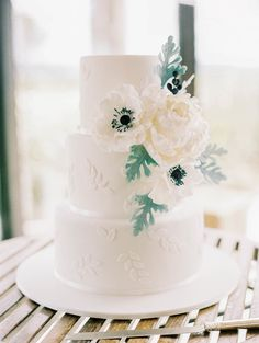 Three tier anemone and dusty miller wedding cake | Photography: Sally Pinera