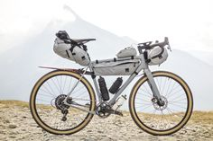 Staffan Widell's solid grey Open U. with Gramm bikepacking bags. You don't need glitter to stand out! Find more gravel bikes more on Evanoui. Road Bikes, Cycling Bikes, Bikepacking Bags, Paint Bike, Performance Bike, Cruiser Bicycle, Bike Bag, Commuter Bike, Bike Accessories