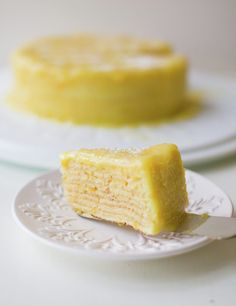 Orange Thin Layer Cake is a popular and traditional store-bought Chilean cake. The orange curd is just perfect. Sweet Recipes, Cake Recipes, Dessert Recipes, Orange Layer Cake Recipe, Chilean Recipes, Chilean Food, Delicious Desserts, Yummy Food, Crepe Cake