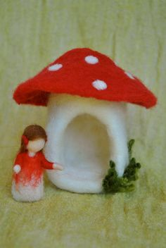 Needle felted Fairy House /Soft Sculpture Mushroom by MagicWool Mushroom Crafts, Felt Mushroom, Wet Felting, Needle Felting, Felt Angel, Felt House, Waldorf Crafts, Felt Fairy, Felting Tutorials