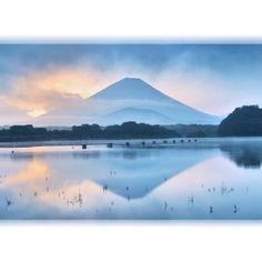 """Morning glow...Mt.Fuji""Lake Shoji...Yamanashi Japan  おつかれさまです()先月撮りました...水鏡に映った精進湖の朝焼けですこの日は曇り空でしたが雲が一瞬抜けて富士山見えました() #水鏡倶楽部#精進湖#山梨県#mtfuji#morningglow by taka_f40"