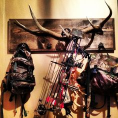 Bored Dustin = fancy crafts. He cut, framed and stained the 1x12 and screwed our elk horn to it so we could have a puurty bow hanger. Love how he added the leaf drawer pulls for the huntin bags.