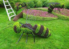 Lindo jardim ,decorado com motivos de abelhas...