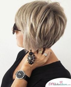 Feathered Blonde Balayage Pixie For women who are constantly on the go, fussing about hair styling is just the added stress. With this stacked pixie cut ideal for thin hair, you'll have a style that's ready to go any moment. The feathered layers give t Short Bob Haircuts, Modern Haircuts, Modern Hairstyles, Short Hairstyles For Women, Bob Hairstyles, Volume Hairstyles, Haircut Bob, Boy Haircuts, Pretty Hairstyles