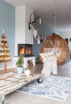 deco cocooning Scandinavian living room in white and blue gray which invites to the relaxation thanks to its rattan suspended chair and the decoration of Christmas and its Christmas tree in wood decorated with small light garlands by Simple Living Room Decor, Shabby Chic Living Room, Home Interior, Interior Design Living Room, Interior Decorating, Lounge Decor, Scandinavian Living, Furniture Decor, Design Salon