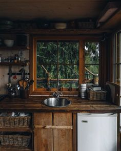 Cozy Cabin, Cozy House, Cabin Tent, Deco Design, Cabin Homes, Cabins In The Woods, Cheap Home Decor, My Dream Home, Home Remodeling
