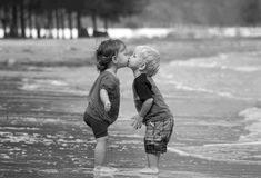 https://www.facebook.com/258734737487205/photos/a.258753057485373.77981.258734737487205/1004956876198317/?type=1  Wie es gerade passt... Ehrlichkeit, Zuneigung, Respekt, Freundschaft und Liebe sind die schönsten Geschenke, die sich Menschen geben können. Sie kosten nichts, sind aber unbezahlbar, und von unendlichem Wert. ♡