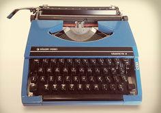 Vintage typewriter-molliemakes.com