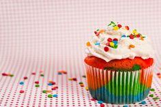 Rainbow cupcake @Katelyn Martin And @Hayley Doyle RAINBOW VANILLA WITH PARTY SPRINKLES <3