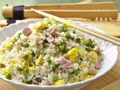 Cantonese rice in the microwave Easy Rice Recipes, Asian Recipes, Healthy Recipes, Ethnic Recipes, Microwave Recipes, Rice In The Microwave, Food Club, Pork Chop Recipes, Fried Rice