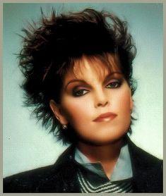 Discografía de Pat Benatar en Discogs Pat Benatar, Rock N Roll Music, Rock And Roll, Top 10 Hits, 80s Hair Bands, 80s Makeup, Women Of Rock, Joan Jett, 80s Music
