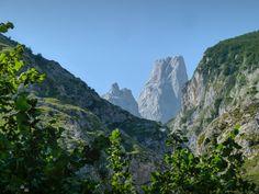 Pico Urriello, Naranjo de Bulnes desde el mirador de Bulnes, Picos de Europa, Asturias