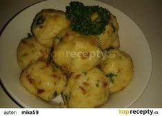 Strouhankové fofr knedlíky recept - TopRecepty.cz Dumpling Recipe, Dumplings, Czech Recipes, Ethnic Recipes, Cooking Recipes, Healthy Recipes, Gnocchi, Bread Crumbs, No Cook Meals