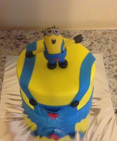 Cute minion cake.