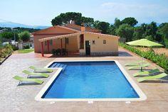 Mooie villa met airconditioning en een ruim zwembad in grote tuin
