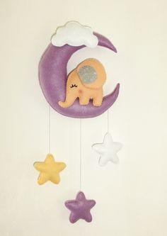 Mobile bébé ou plaque de porte pour chambre d'enfant. Un éléphant dans la lune. Décoration murale : Jeux, peluches, doudous par pack-et-cadeau