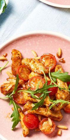 """Das Rucola Tomaten Hähnchen ist ein tolles, schnelles Rezept zum Abendessen. Die Würz-Paste aus der """"Ideen vom Wochenmarkt""""-Produktreihe gibt dem Gericht eine leckere, italienische Note. Tipp unserer Nutzer: mit Parmesan bestreuen!"""